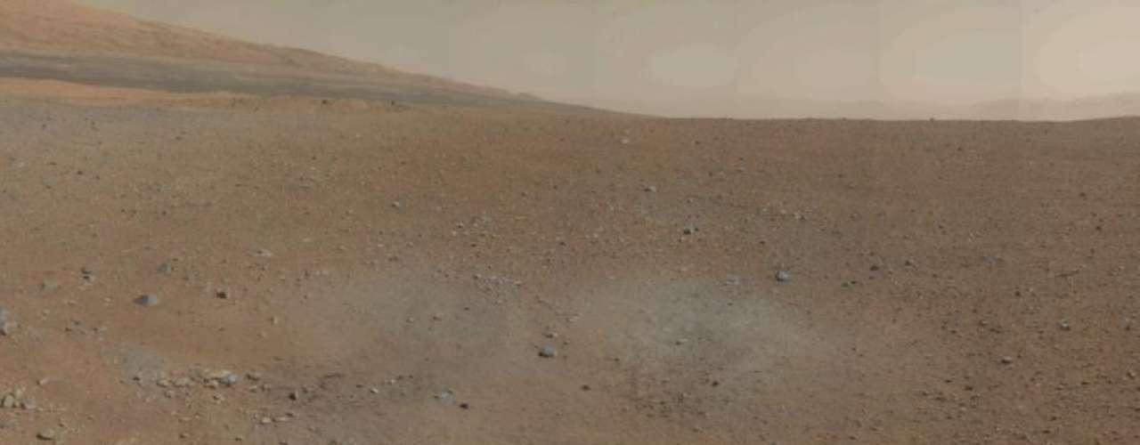 El segundo día en Marte se desarrolló sin problemas para Curiosity, el vehículo robótico de la NASA que llegó al planeta rojo el lunes, indicó el miércoles la agencia espacial, precisando que todas las antenas, canales de comunicación y el generador eléctrico funcionan bien.