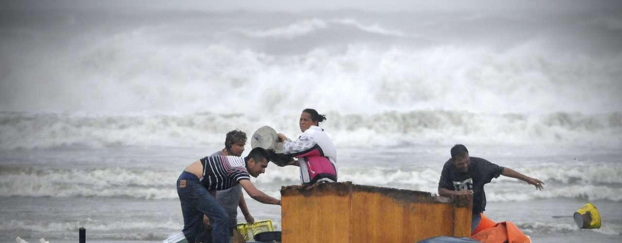 No hubo informes de muertes relacionadas con la tormenta ni de grandes daños, aunque Ernesto arrancó vallas publicitarias, derribó árboles y cortó la electricidad al tocar tierra previamente en la Península de Yucatán. Por otro lado, una nueva depresión tropical se formó en el Atlántico tropical lejos de tierra. Es la séptima depresión tropical en formarse en el Atlántico y los meteorólogos dijeron que registra máximos vientos sostenidos de 32 kph (20 mph) y se encontraba a 1.860 kilómetros (1.155 millas) al este de las islas de Sotavento.