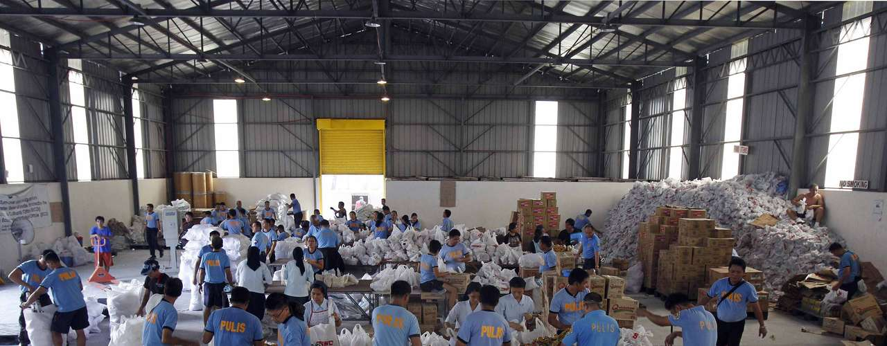 Expertos de las agencias internacionales han identificado el chabolismo, la acumulación de basura en el alcantarillado y la ausencia de espacios abiertos en las grandes ciudades del elevado número de víctimas que causan las lluvias monzónicas en Filipinas. (Fuente: EFE)
