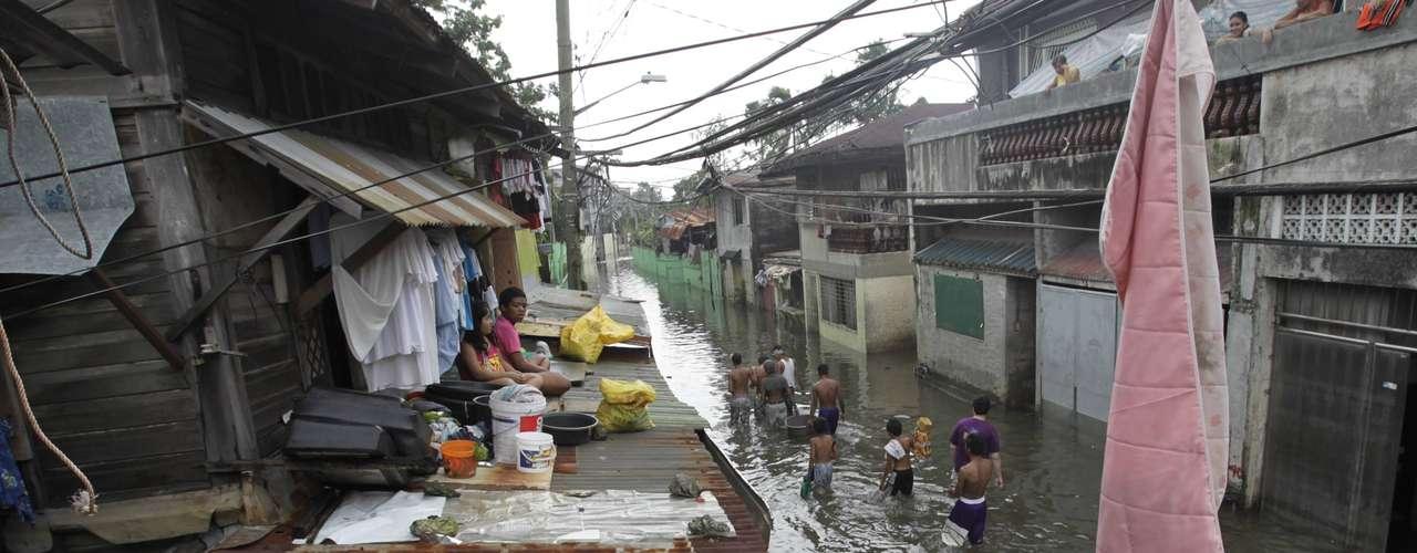 Las 34 muertes restantes se produjeron en las provincias de Pangasinan, Pampanga, Bulacan, Bataan, Zambales, Batangas, Rizal, Quezon, Laguna y Romblon, casi todas por ahogamiento, mientras que siete personas han sido dadas por desaparecidas.