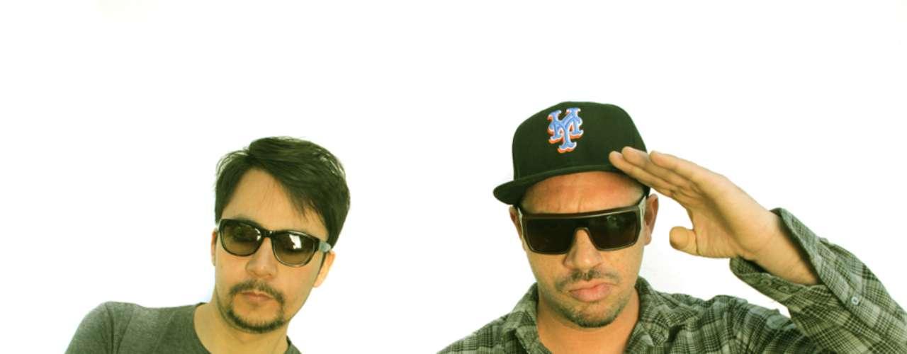 Bitman Vs Raff: Son tal vez los Dj más populares del último tiempo en Chile.  Cada uno por su parte ha entregado mezclas, canciones y remixes reconocidos no solo en el país, si no también en el extranjero. Cuando ambos suben al escenario es una fiesta cargada de scrath y melodías que pasan desde la electrónica, al pop y la música negra.
