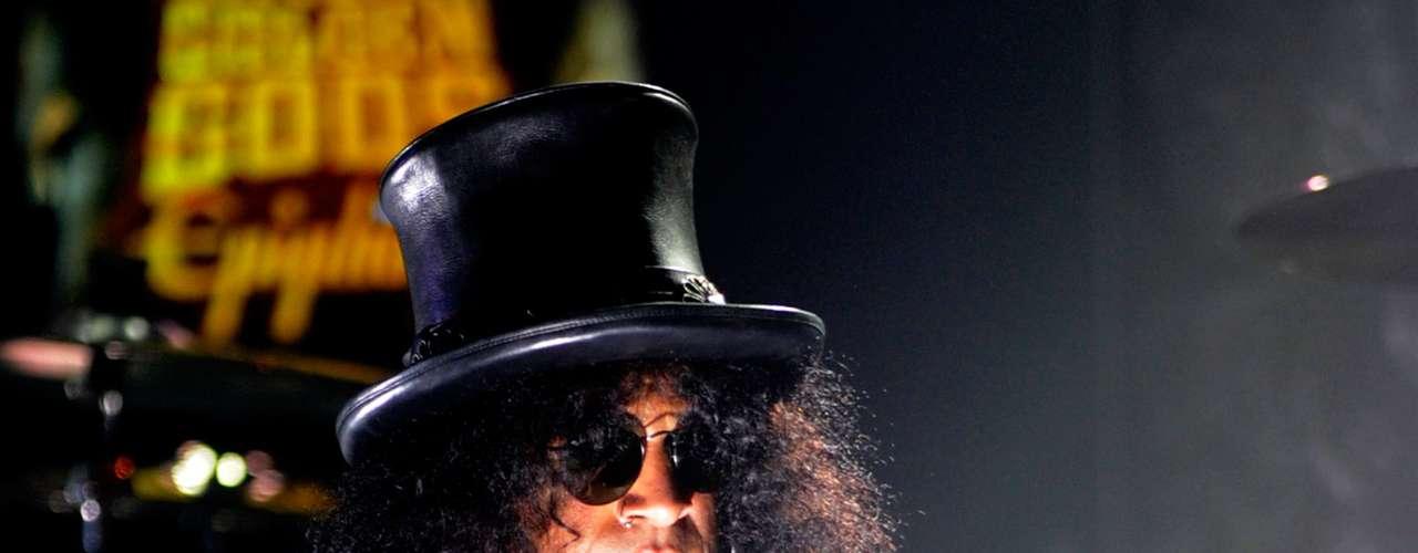 Slash: La figura de Slash es sin lugar a duda una de las más reconocibles dentro del universo del rock. Desde su debut con Gunsn Roses a mediados de los ochenta, el guitarrista se ha transformado en un ícono de la música y tiene su propia estrella en el paseo de la fama. Slash llegará a Maquinaria junto al cantante Myles Kennedy