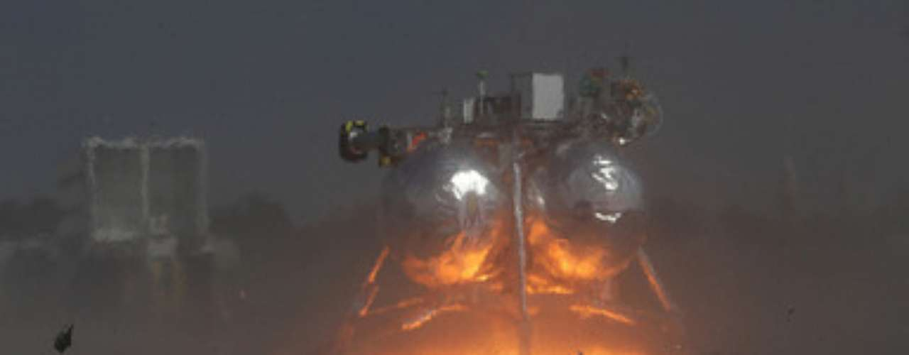 Un vehículo experimental lunar conocido como Morpheus Lander desarrollado por la agencia espacial estadounidense NASA explotó el jueves al precipitarse a tierra cuando realizaba un vuelo de prueba en el Centro Espacial Kennedy en Cabo Cañaveral, Florida (sureste).