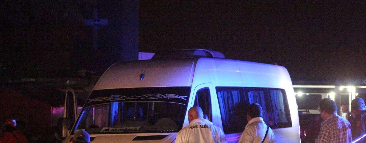 En Zacatecas también el narco dejó su huella. Allí se encontraron 10 muertos en una furgoneta.