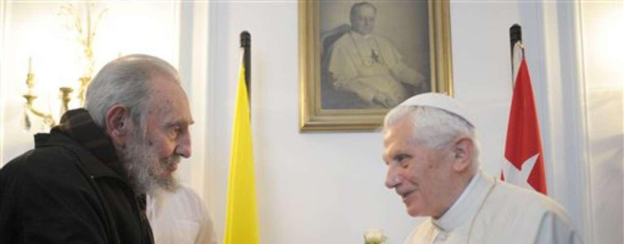 28 de marzo de 2012: Fidel Castro recibió al Papa Benedicto XVI pero el acto no fue público, sino que se realizó dentro de Nunciatura apostólica de La Habana. \
