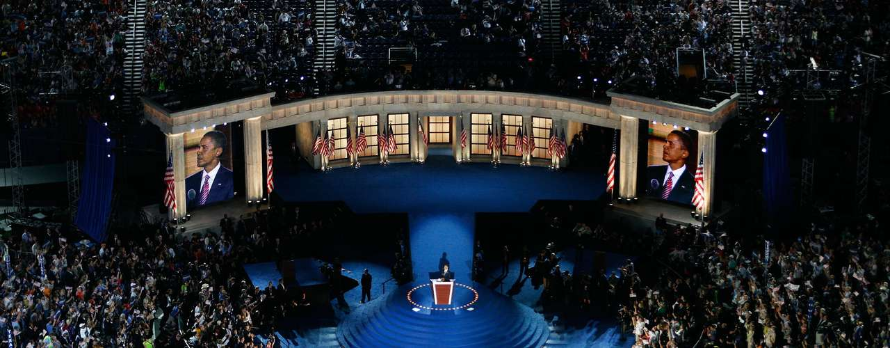 Tradicionalmente el llamado a las convenciones se hace con 18 meses de anticipación de parte de los comités nacionales de los paridos principales en el país: el  Partido Demócrata y el Republicano. En ese momento se anuncian las fechas y el lugar donde se llevarán a cabo las convenciones. La convocatoria también incluye información sobre la asignación de delegados y reglas para decidir las credenciales de los delegados en disputa.