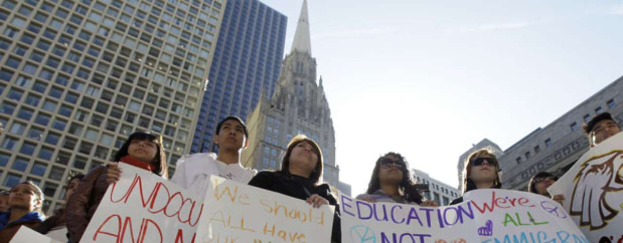 ESTUDIOS: La nueva política migratoria permitirá a los jóvenes seguir estudiando. De hecho uno de los requisitos de 'Acción Diferida' es el comprobante de estudios en escuelas y centros vocacionales.