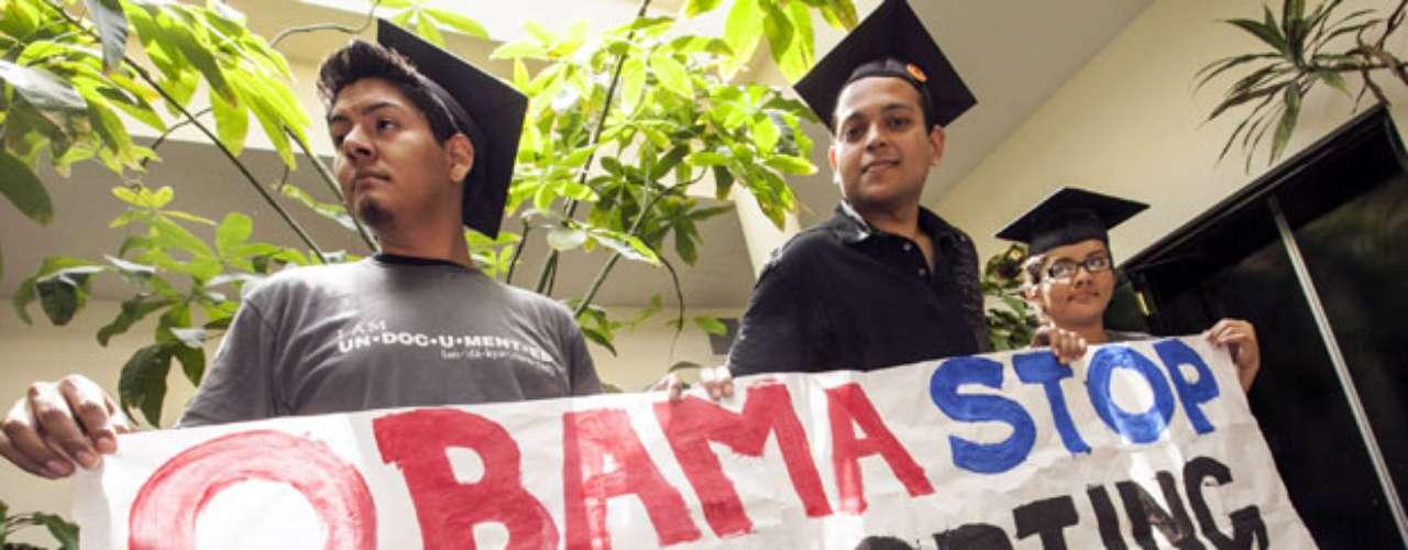 DESVENTAJAS...TEMPORAL: El programa anunciado en junio por el presidente Barack Obama ofrece la suspensión de deportaciones. Sin embargo solo será durante dos años. No se sabe al momento si el beneficio será extendido.
