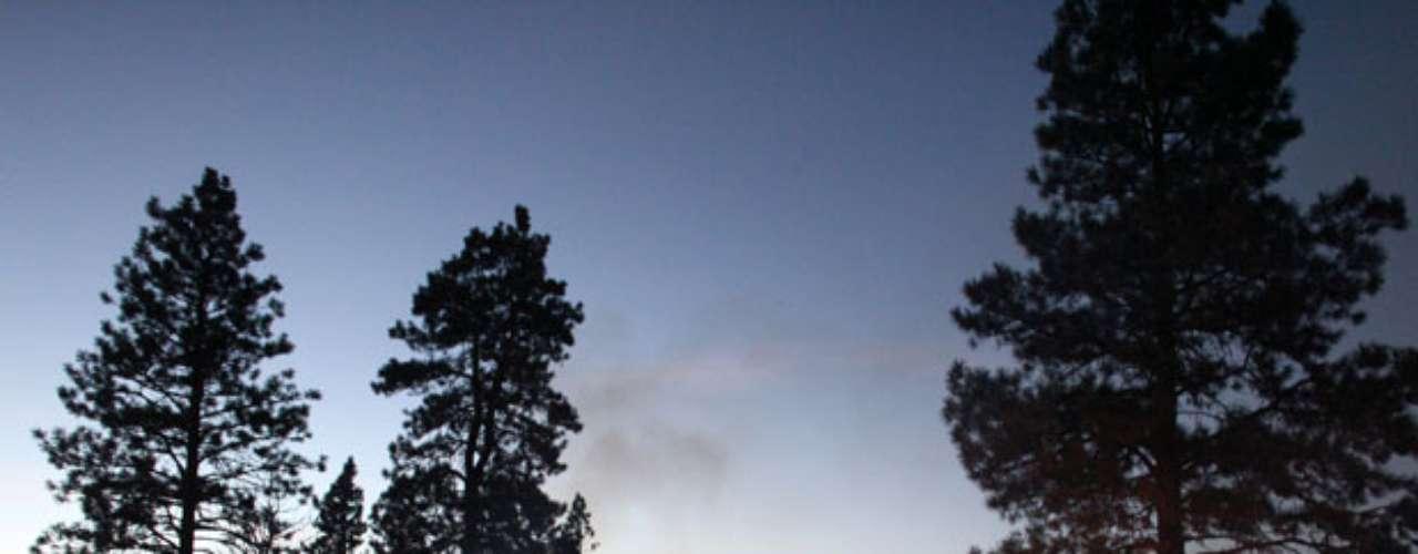 Ese incendio es uno de los varios que ardían este martes en el occidente de Estados Unidos, donde amenazan a comunidades, generan gruesas columnas de humo e interrumpen las actividades en parques nacionales.