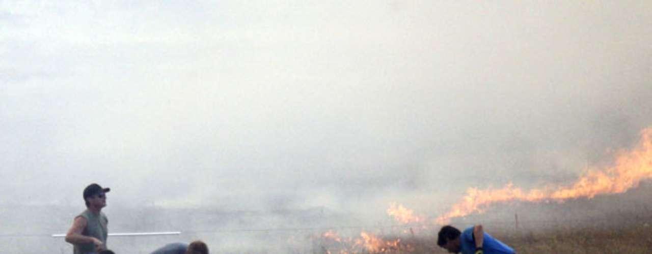 No hay de inmediato reportes de lesionados, pero más de 400 personas fueron desalojadas, informó el comandante del sector de Incidentes de Fuego en el Departamento de Recursos Naturales, Rex Reed. Las llamas arden a unos 10 kilómetros (seis millas) de Ellensburg, unos 121 kilómetros (75 millas) al este de Seattle.