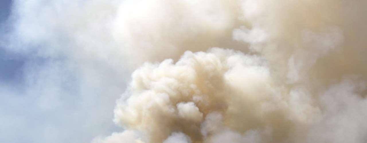 Jennifer Smith, de la oficina nacional que coordina la logística de las agencias de incendios, en Boise, Idaho, indicó que no sólo hay más incendios forestales en el oeste del país este año que en 2011, sino que éstos se han vuelto más grandes en todo el país.