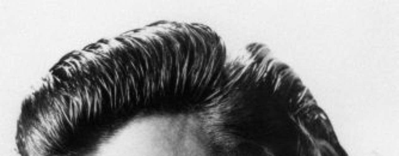 Elvis Aaron Carter nació en Tupelo, Mississippi, pero cuando tenía 13 años se mudó con su familia a Memphis, Tennessee donde, en 1954, comenzó su carrera artística.
