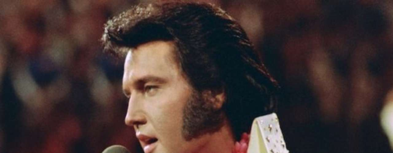 En 1973, Elvis hizo historia al protagonizar el primer concierto transmitido por televisión de ámbito mundial vía satélite.  Aloha from Hawaii fue visto por cerca de 1.500 millones de personas.