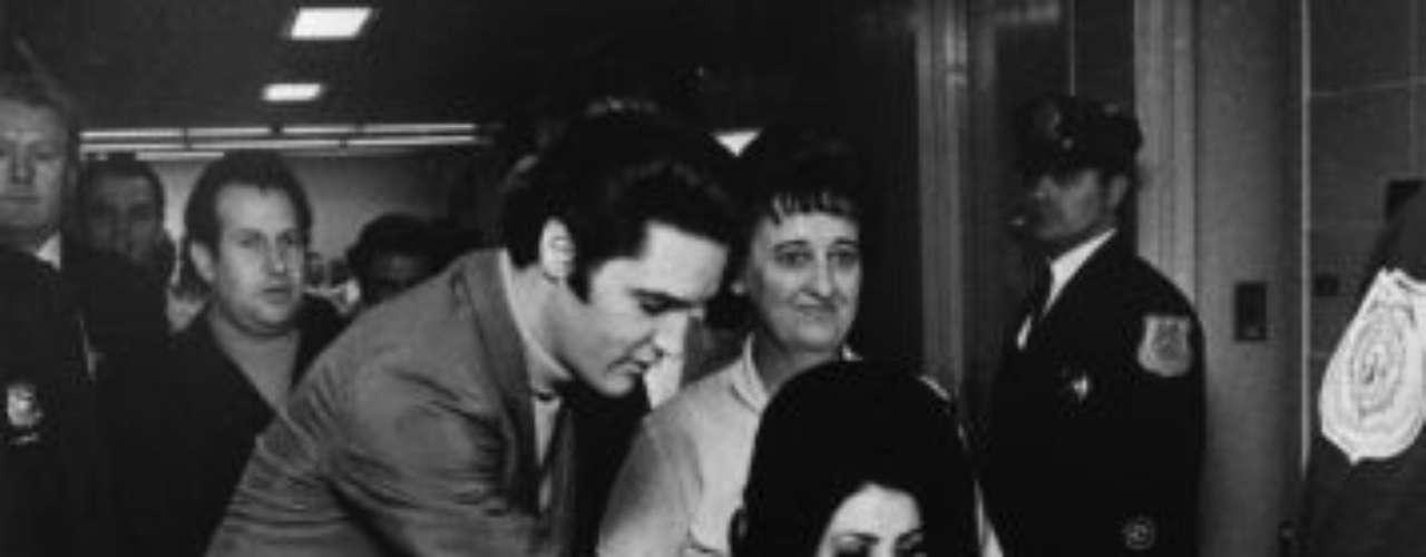 El matrimonio resultó difícil para la joven de apenas 21 años debido a la gran fama, el temperamento difícil  y las infidelidades de Elvis. La pareja se divorció en 1973 y tuvieron una única hija, Lisa Marie Presley.