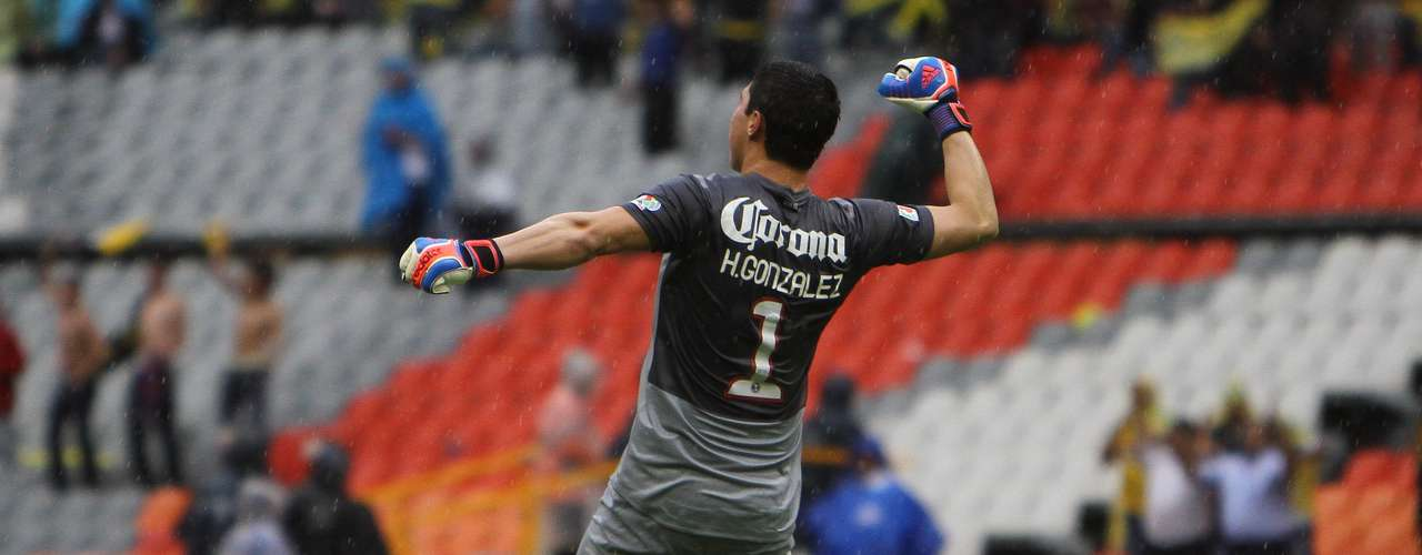 Hugo González tendrá que seguir cuidando la portería de América hasta que regrese Moisés Muñoz.