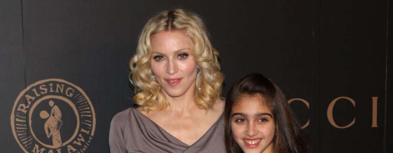En 1996 Madonna dio a luz a su primera hija, Lourdes María, fruto de su relación con su entrenador personal, el cubano Carlos León.