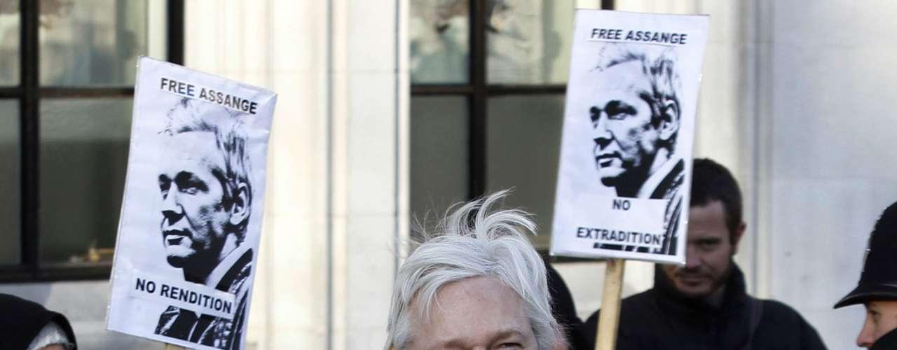 Pero para Assange lo peor no es llegar a Suecia, sino que cuando llegue a ese país sea extraditado a Estados Unidos, donde asegura que su vida correría peligro porque desnudó con la publicación de los cables la fría visión de Washington sobre muchos conflictos y personajes en decenas de países, según lo describe Reuters.