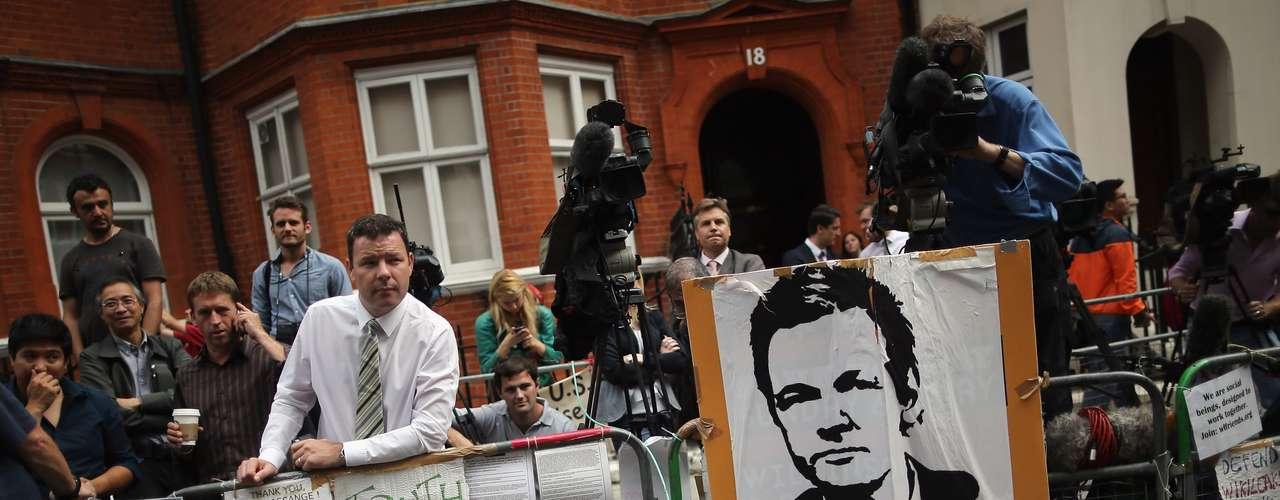 El fundador del sitio web WikiLeaks, Julian Assange, dijo que la decisión anunciada este jueves por Ecuador de concederle asilo político es una \