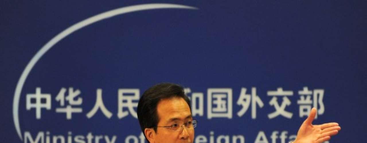 Además acusó a China de estar implicado en el envío de elementos de misiles norcoreanos a Irán. Un telegrama de 2007 recuerda que las entregas violan las resoluciones del Consejo de Seguridad de la ONU sobre Irán y Corea del Norte, así como las normas que la propia China se ha fijado en materia de control de exportaciones de materiales sensibles. Aparte de esta información se dio a conocer que el viceministro surcoreano de Relaciones Exteriores, Chun Yung-Woo, que dice que los dirigentes chinos ya no consideran a Corea del Norte \