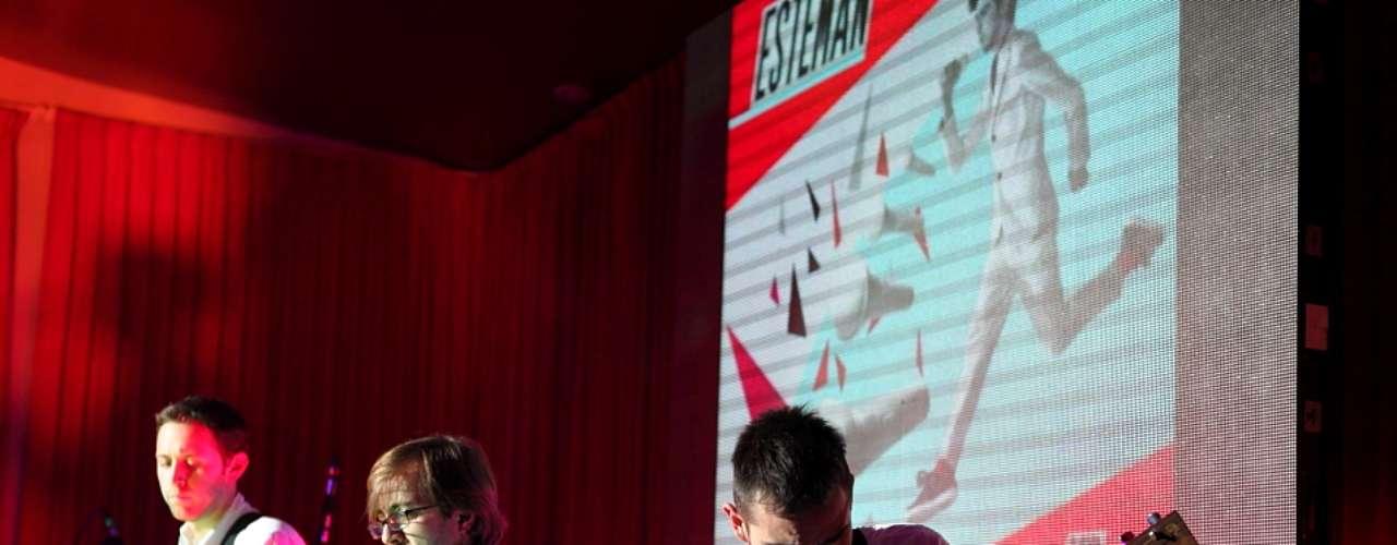 En el marco del lanzamiento de su más reciente disco, 1er acto, Esteman interpretó con su banda temas como True Love, Aquí estoy yo, Fruit de la pasión y más con una puesta en escena impecable manteniendo siempre ese estilo clásico y divertido característico.