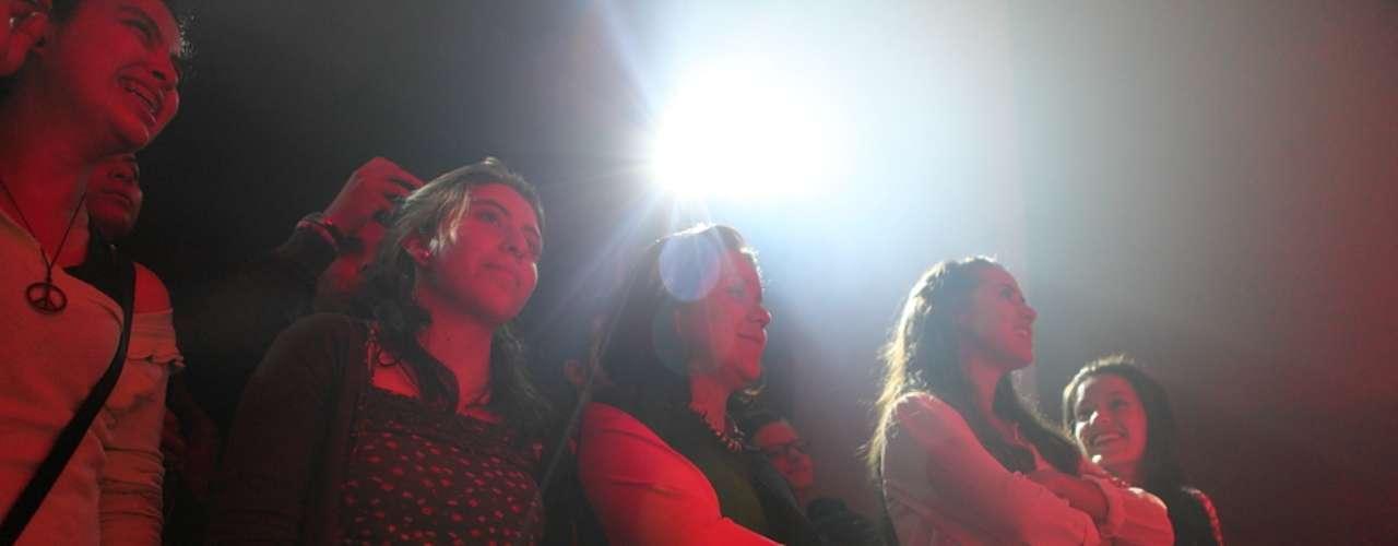 Terra Colombia vivió minuto a minuto la presentación del artista en Terra Live Music y te presenta los mejores momentos de un show que dejó alucinado a un centenar de seguidores que vivieron en vivo y en directo esta transmisión.
