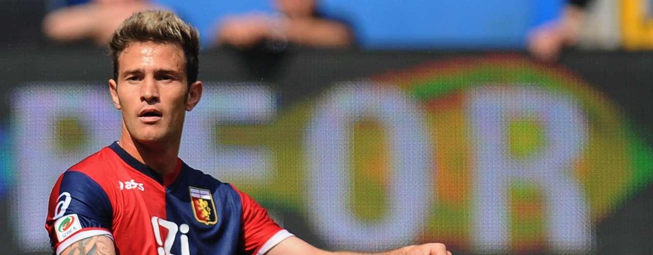 Antonio Floro Flores, al Granada. El delantero italiano que recalaba en el Udinense en la Seria A, llega en calidad de cedido al Granada. Floro Flores fue internacional sub-21 cinco veces, a parte de jugar en Napoli, Génova, Peruggia y Arezzo. Su mejor temporada fue la 2009/2010, puesto que llegó a anotar 22 goles en su cuenta .