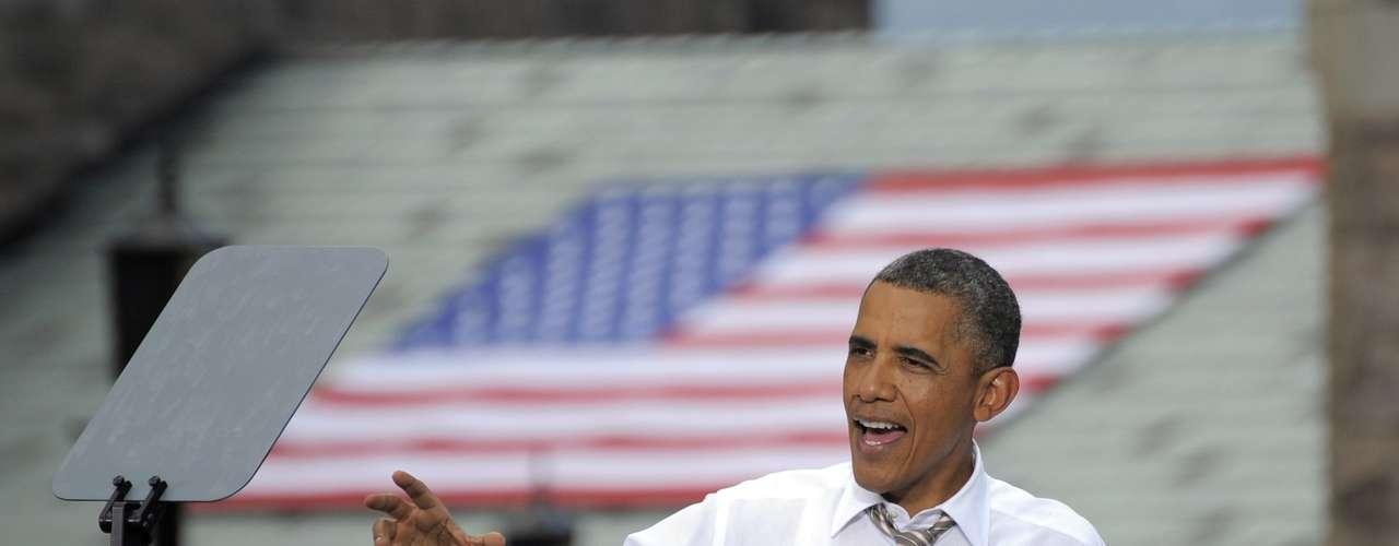 Según la administración de Obama, Romney mintió sobre la fecha en la que renunció a Bain Capital, pues dejó la empresa justo antes de convertirse en gobernador de Massachusetts. En el 2002 aún poseía el 100% del capital. Para los demócratas además de la mentira el problema está en que entre 1999 a y el 2002 tuvieron lugar los recortes de puestos de trabajo vinculados a la recompra de empresas por Bain Capital. Obama acusó a Romney de de expulsar a México, China e India, las fuentes de trabajo que tanto necesitaba su gente.