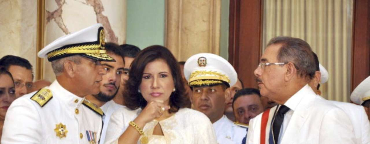 El economista Danilo Medina asumió este jueves la presidencia de Dominicana con un llamado a un gran pacto social para combatir la pobreza e impulsar el desarrollo del pequeño país caribeño, en una ceremonia a la que asistieron seis mandatarios regionales y otros dignatarios.