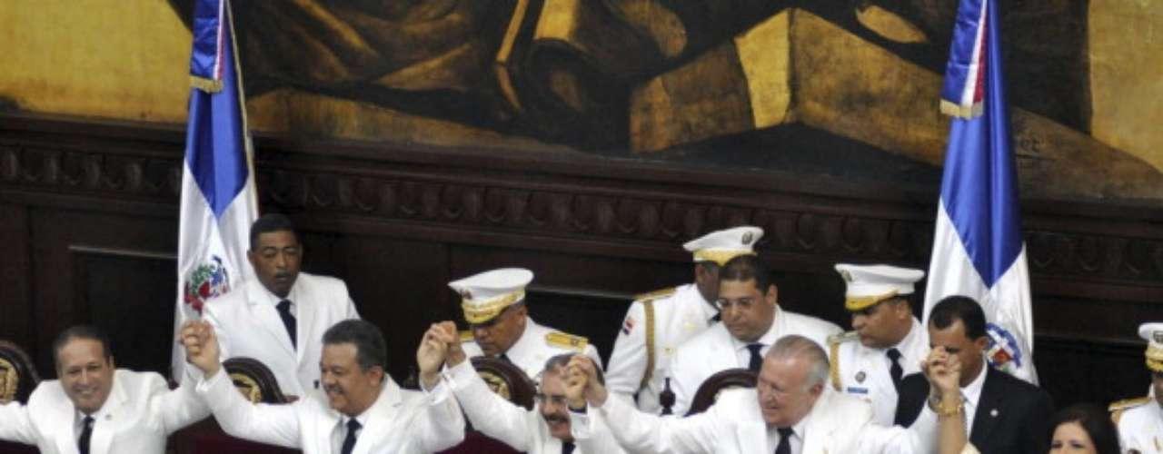 Al traspaso de mando asistieron además el príncipe de Asturias, Felipe de Borbón; el canciller venezolano, Nicolás Maduro; el gobernador de Puerto Rico, Luis Fortuño, y los vicepresidentes de Taiwán, Wu Den-yi; de Cuba, Esteban Lazo Hernández; de Perú, Marisol Espinosa Cruz; de Costa Rica, Alfio Piva Mesén, y la viceprimera ministra de Georgia, Eka Tkeshalashvili.