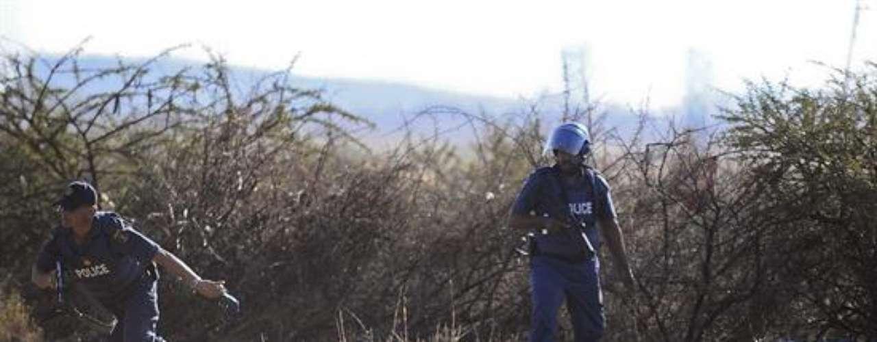 Además, un total de 259 personas han sido detenidas por diversos delitos relacionados con los altercados acaecidos en la mina de platino de la empresa Lonmin en Marikana, a unos 100 kilómetros de Johannesburgo, precisó la jefa policial.