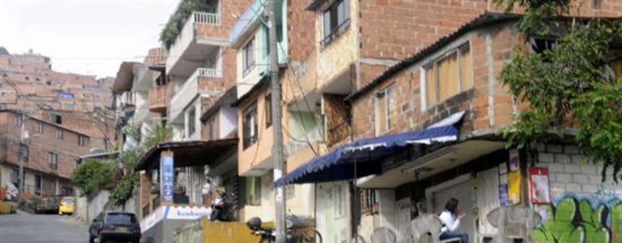 El líder comunal explica que el barrio, oficialmente conocido como \