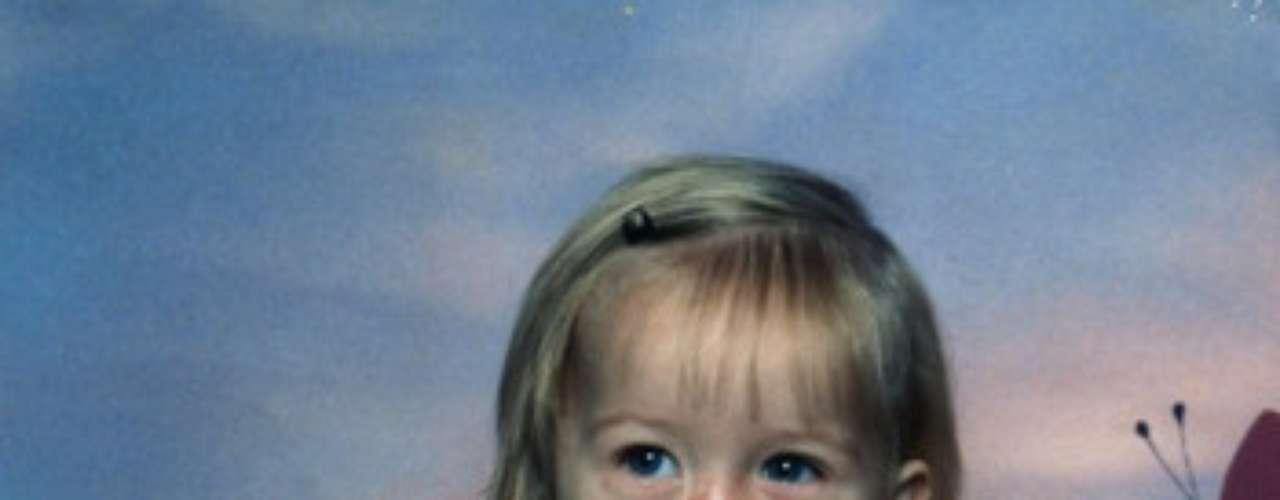 Charlotte posa para una foto con su juguete favorito. La niña cuyo rostro fue mutilado por un mapache mascota cuando sólo tenía tres meses de edad, se encuentra internada en un hospital de Detroit, Estados Unidos para someterse a una serie de cirugías reconstructivas. En el primer procedimiento realizado a Charlotte Ponce, en el Hospital Beaumont de Royal Oak, los médicos utilizaron la piel de su muñeca para ayudar a reconstruir su nariz.