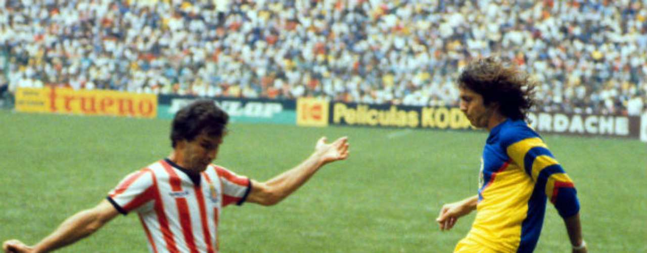Midfielder Daniel Brailovsky (right) is considered an América icon. He was part of the dominant team of the 1980s and El Ruso (Russian) was a standout performer in the midfield.