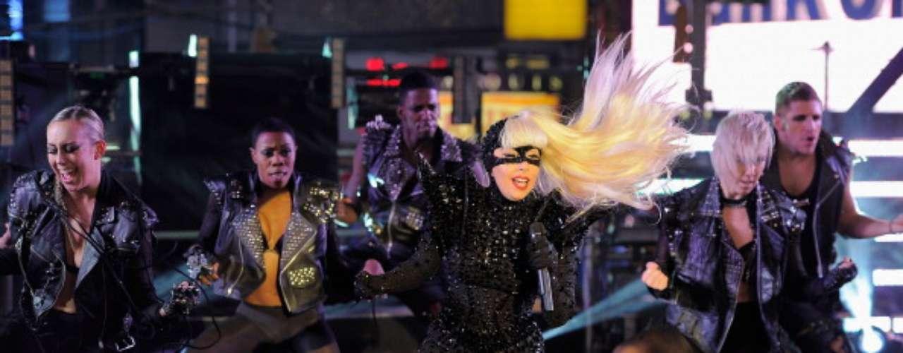 El gobierno indonesio prohibió a Lady Gaga ofrecer ningún concierto al considerar su música y actuaciones un espectáculo satánico. La estrambótica cantante ya ha sido censurada en China, Irán e Indonesia.
