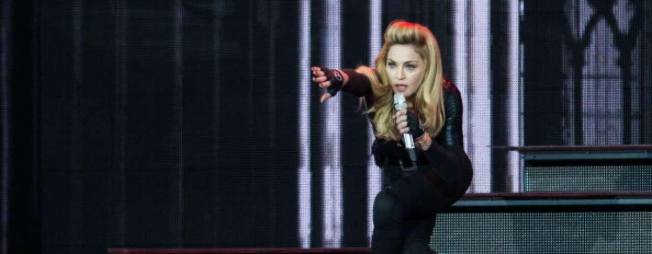 La reina del pop podría ser considerada también la reina de los escándalos jurídicos. El problema más reciente con el que tendrá que lidiar Madonna son las nueve querellas con demandas de compensaciones por más de 10 millones de dólares por daños morales presentadas en Rusia contra la cantante. La polémica ya le salpicó antes cuando al usar la esvástica nazi, superpuesta con la cara de la líder del Frente Nacional francés, Marine Le Pen, en un vídeo que ilustraba los conciertos de su gira mundial.