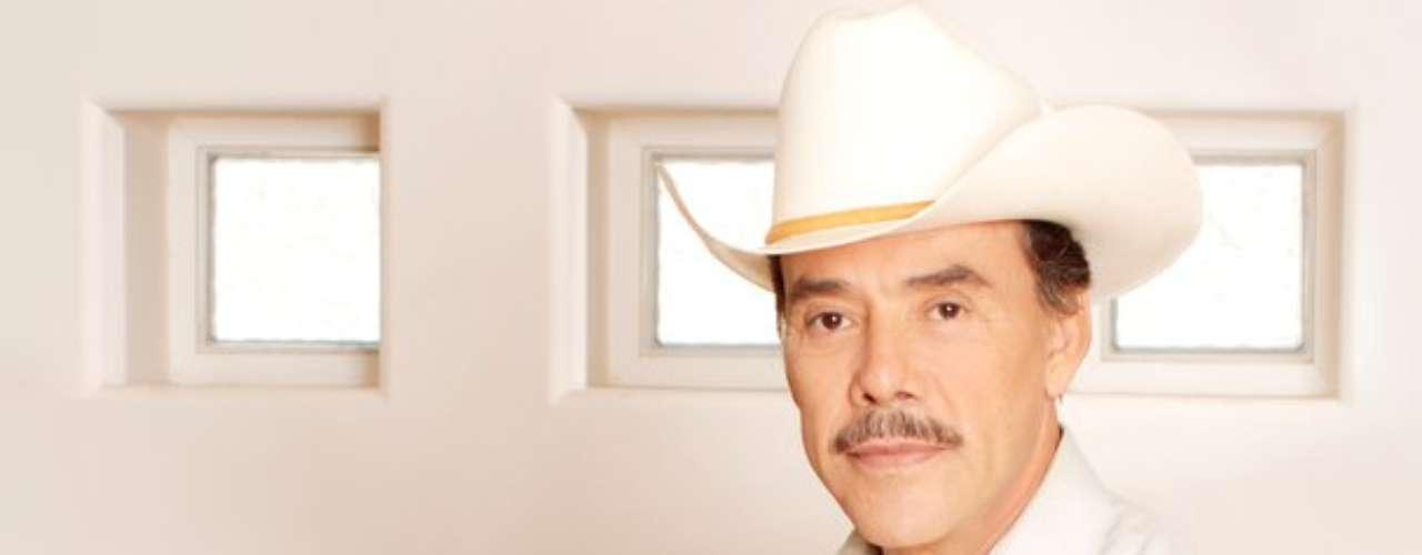 Pedro Rivera cantará gratis los domingos en la Plaza México, en Los Angeles, California, con el objetivo de impulsar su carrera como intérprete, tras haber hecho lo propio con diversos artistas que han logrado consolidarse en el gusto del público, así lo reseñó la agencia Notimex.