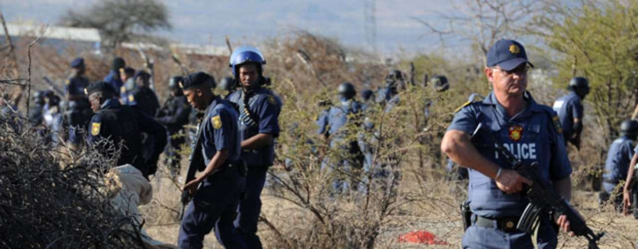 La comisaria, que admitió haber sido ella quien dio la orden para usar la fuerza, dio a conocer videos grabados por la Policía en los que supuestamente se ve cómo los manifestantes abrían fuego contra agentes desplazados al lugar del conflicto.