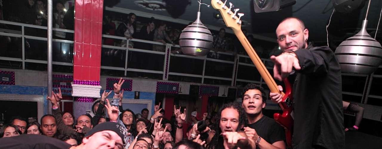 Sinergia completa entre el público y la banda. La música el lenguaje universal.