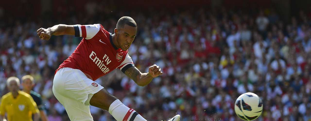 Arsenal's Theo Walcott shoots during their English Premier League soccer match against Sunderland.