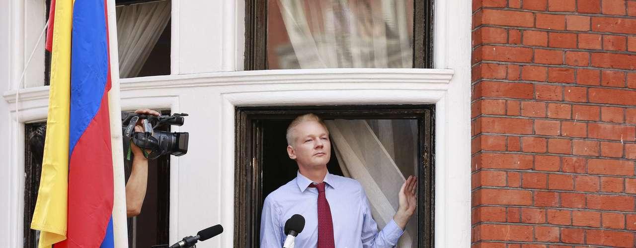 Assange cumple dos meses encerrado en la legación ecuatoriana, donde entró huyendo de la justicia británica que quería extraditarlo a Suecia, donde le reclaman por un presunto delito sexual.