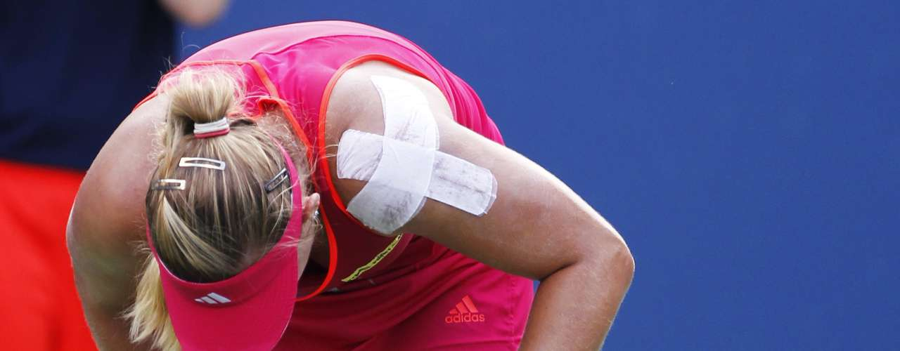 Angelique Kerber of Germany reacts to her play against Li Na of China in their championship match at the women's singles Cincinnati Open tennis tournament in Cincinnati, Ohio August 19, 2012.   REUTERS/John Sommers II  (UNITED STATES - Tags: SPORT TENNIS)