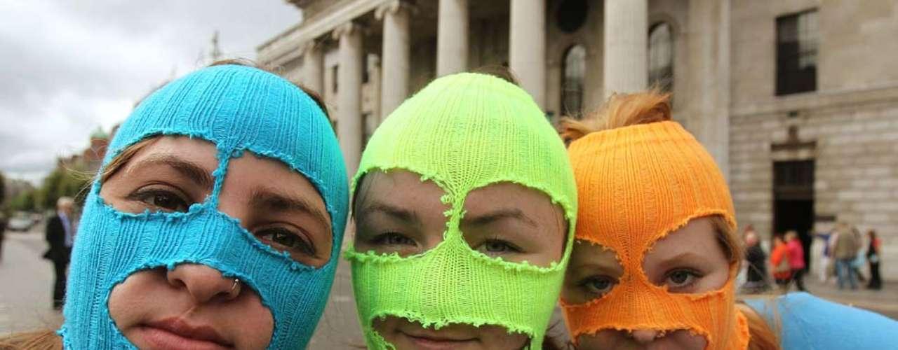 Nadejda Tolokonnikova, de 22 años, Yekaterina Samutsevich, de 30 años, y Maria Alejina, de 24 años fueron condenadas luego de entonar una \