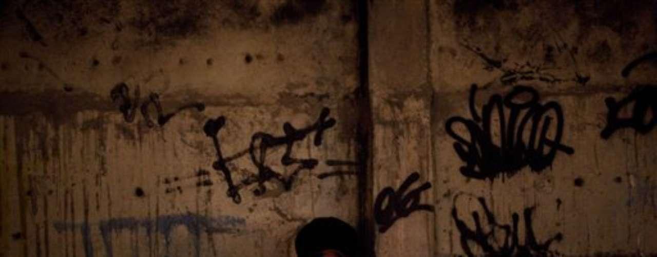 Las otras bandas, no obstante, están siguiendo los pasos de Comando Vermelho, según la abogada Flavia Froes, quien representa a algunos de los traficantes más conocidos de Río.