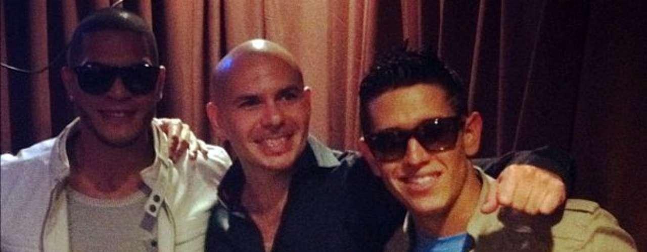 """Pitbull impulsóel segundo sencillo promocional de Dyland & Lenny titulado """"Sin Ti"""". En la canción también participóBeatriz Luengo."""