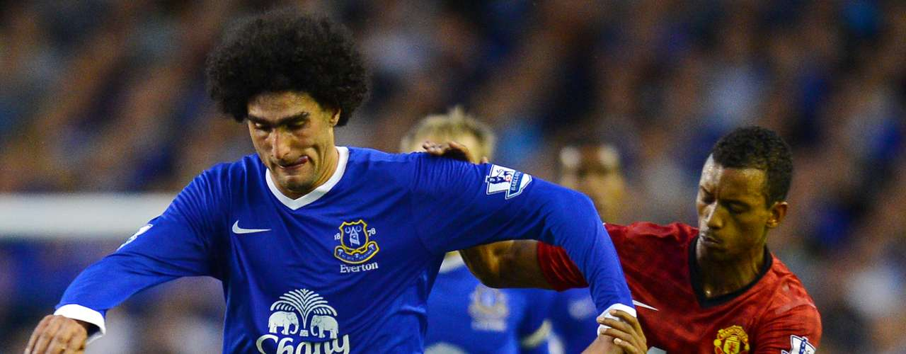 Manchester United's Portuguese midfielder Nani (R) vies for the ball with Everton's Belgian midfielder Marouane Fellaini during their English Premiership football match at Goodison Park in Liverpool on August 20, 2012.