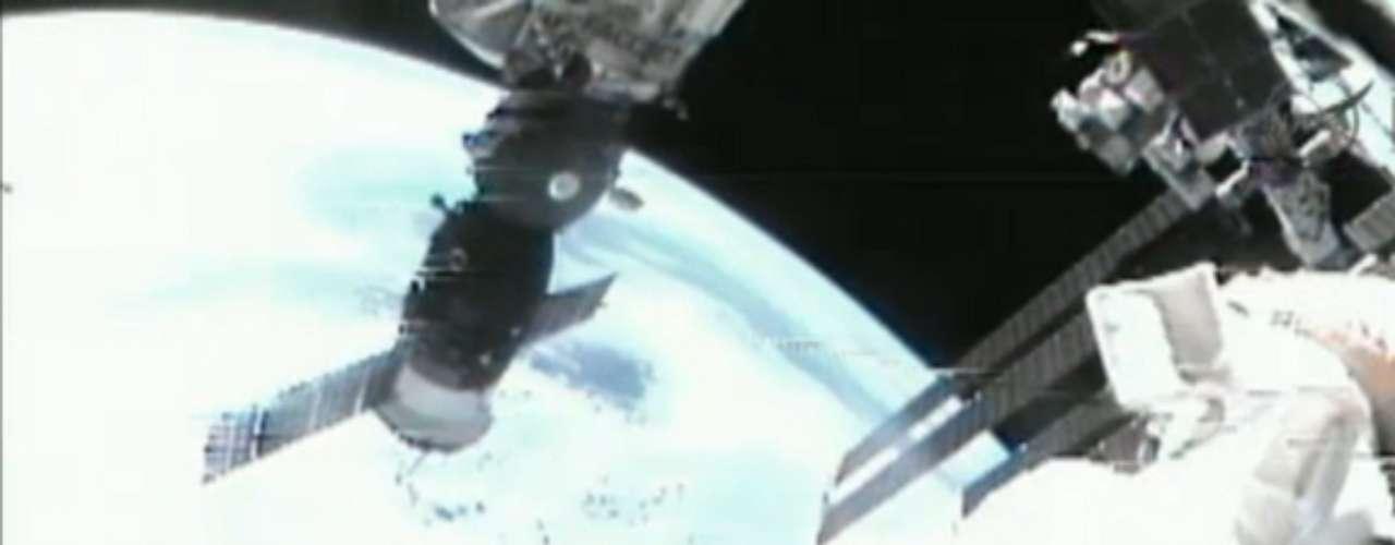 Además, lanzarán un microsatélite y trasladarán la grúa manipuladora de carga Strela-2 del módulo Pirs al Zariá para facilitar su labor.