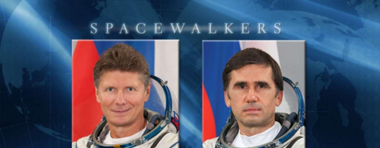El portavoz explicó que el retraso, ya que la caminata debía haber comenzado a las 14:30 GMT, se debió a la detección de una fuga de aire en la plataforma orbital.