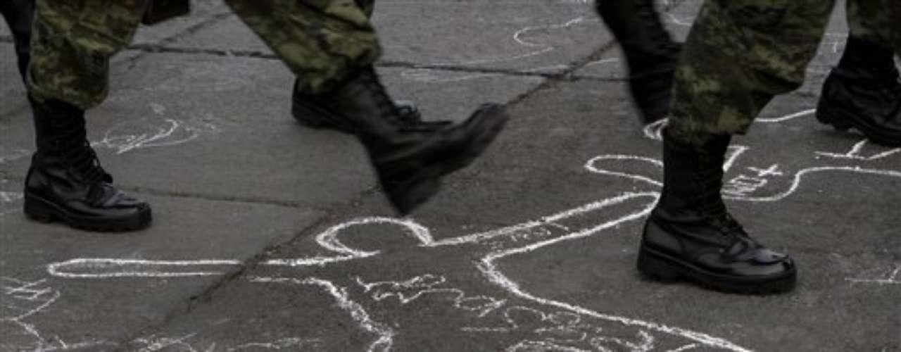 En términos absolutos, la cifra de homicidios de 2011 superó en un 5,59% a la registrada el año anterior. En comparación con el último año completo del presidente Vicente Fox en el Gobierno (2005), la cifra de homicidios de 2011 multiplicó por 2,7 veces a aquella.