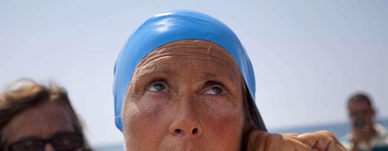Sollinger agregó que Nyad presentaba picaduras de medusas en la cara y que estaba siendo tratado por especialistas médicos por su estado de fatiga.
