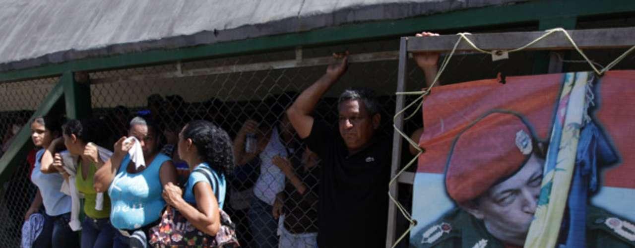 Varela relató a la televisora estatal que la riña se generó cuando los líderes armados de las áreas de talleres y administración se encontraron para conversar, y \